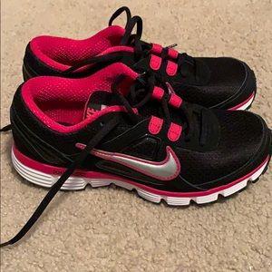 Shoes - Women's Nike Dual Fusion sz7
